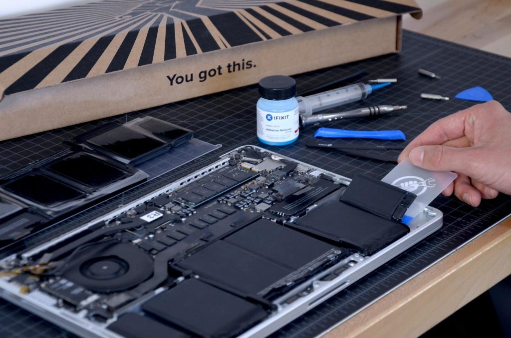 Macbook Battery Replacement In Toronto 0001a 1024x678