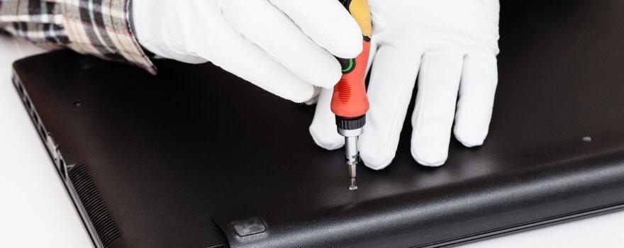 Serviceman Disassembles Laptop With Screwdriver PPXTGC6 880x350